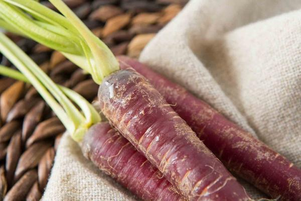 Organic Bunched Purple Carrots