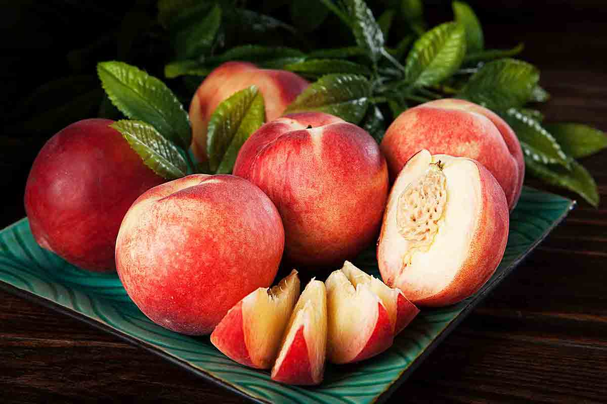 White Nectarines or White Peaches