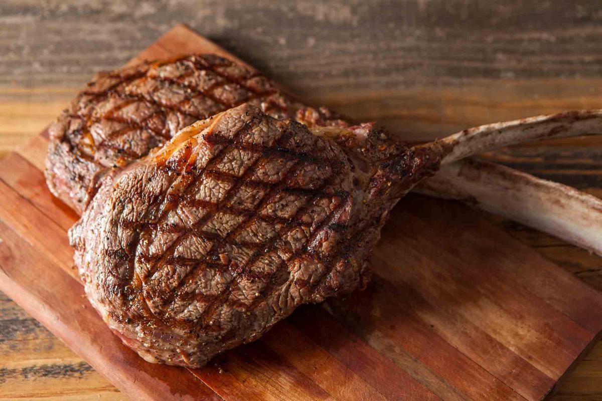 Beef Tomahawk RibeyeSteaks